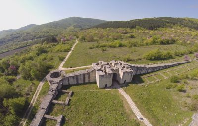 Южна порта на Вътрешният град от високо - АМ Велики Преслав