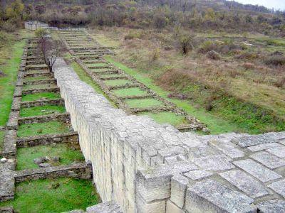 Търговски помещения по южната крепостна стена на Вътрешният град - АМ Велики Преслав